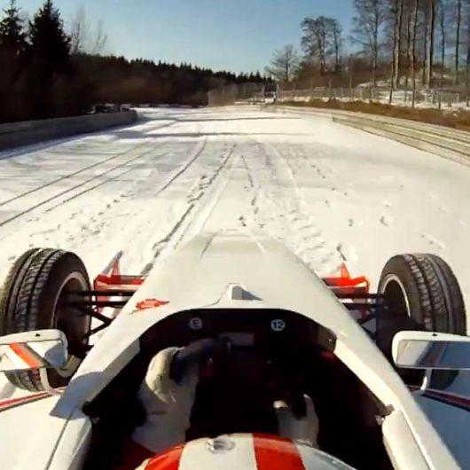 Andy Gülden doet besneeuwde Nürburgring in een Formula BMW